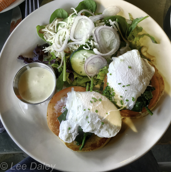 Palm Springs, Famous for the Eggs Dishes, Wilma and Frieda's Cafe. Palm Deser, Breakfast and Brunch in the El Pasio Mall with view of the mountains.