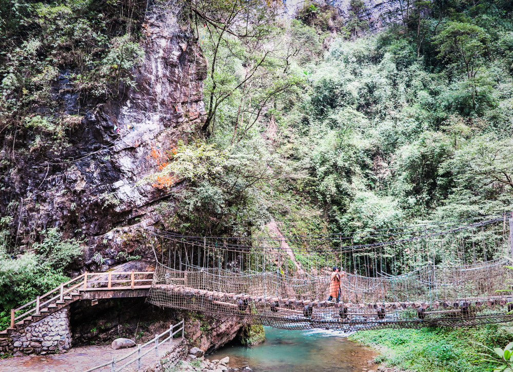 hiking in China, Black Mountain Valley, China's Enchanted Oasis, shaking bridge, chongqing province, china