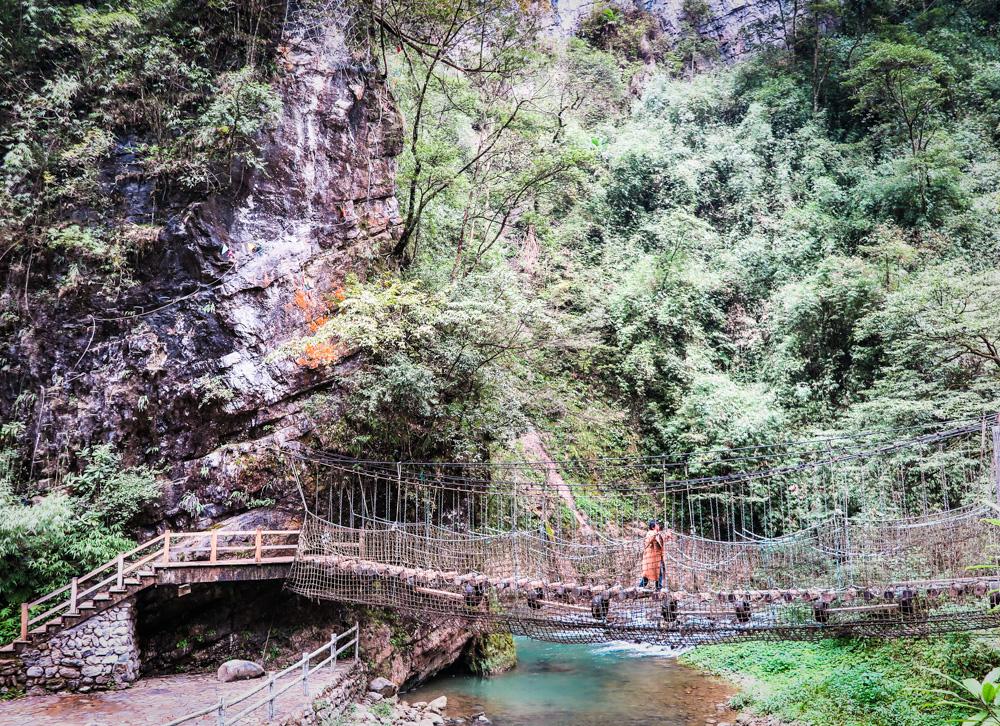 hiking in China, Black Mountain Valley, China's Enchanted Oasis, shaking bridge, chongqing province, china