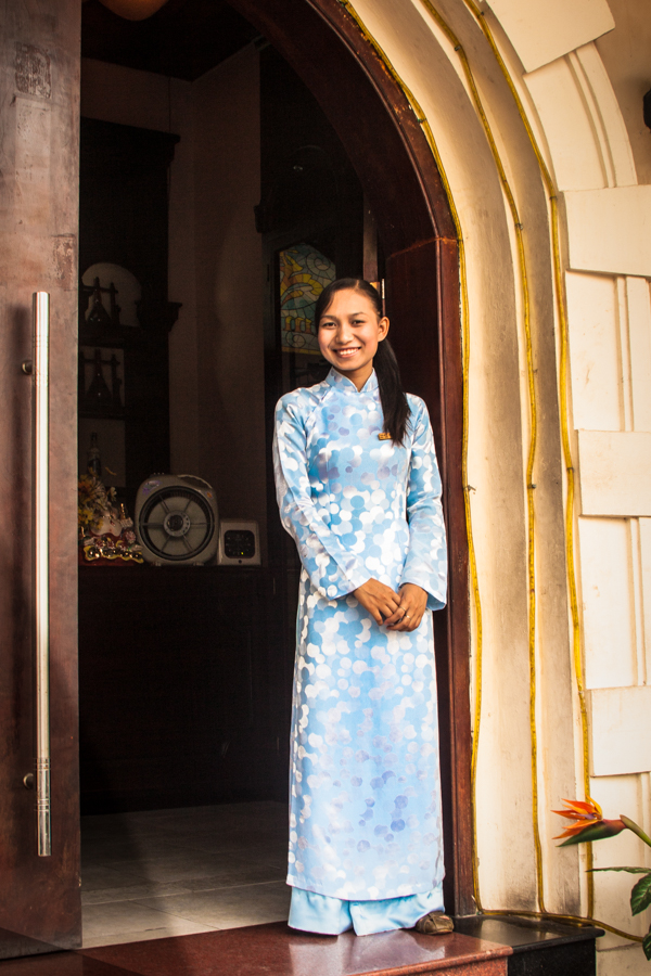 ao dai-young woman-hanoi