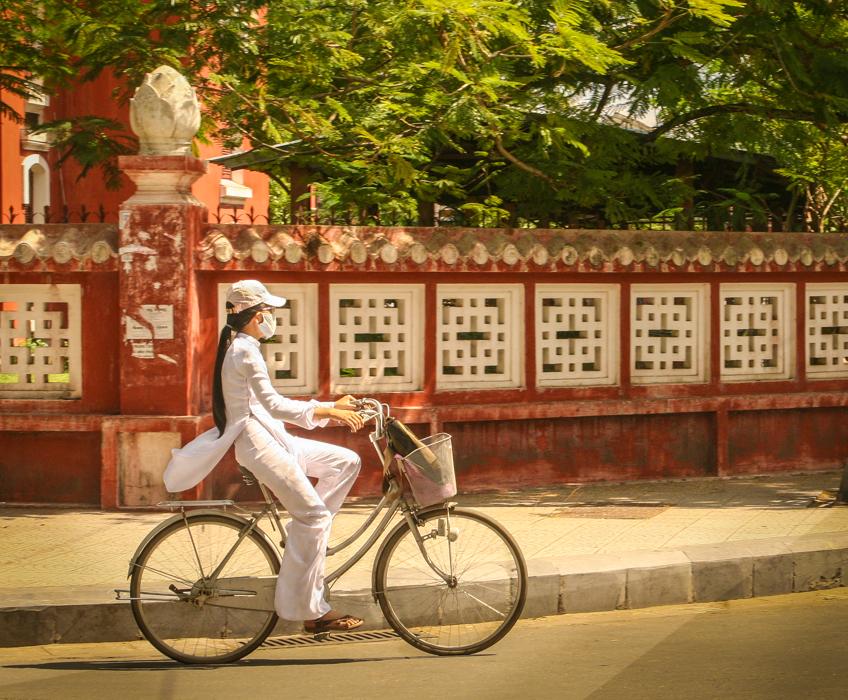 ao dai-schoolgirl-bicyclist-vietnam