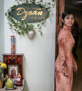 ao dai-hostess-restaurant-saigon