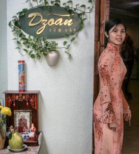 ao dai-hostess-restaurant-saigon