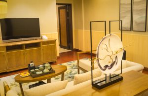 Gateway to China's Three Gorges, Tong Jing Hot Springs Resort restores,Tong Jing Villa suite living room